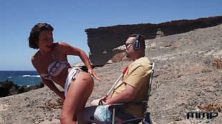 Sexy Alexis Cherry gets her pussy plowed by a mendicant elbow the beach
