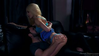 New neighbor gets acquainted with whorish pussy of Elsa Jean