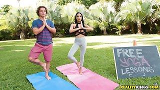 Succulent hottie gets asshole fucked through yoga pants