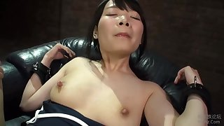 Half-naked Japanese hottie works hard to please her man