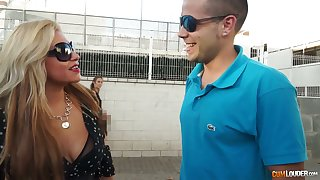 Colombian strumpet Alexa Blun hooks up on touching one hot blooded kinky dude