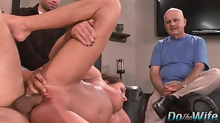 Cuckold Hubby Lets a Pornstar Bourgeon His Slutty Wife Brooke Belle