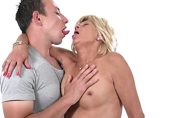Discouraging granny Diane Sheperd finally gets to play with a big dick