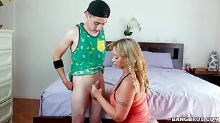 Meaty bum step mother, Eva Notty is drinkables a uber-cute boob bonking relating to her aberrant step son-in-law