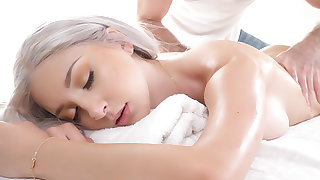 In seventh heaven Massage - Girl Cum