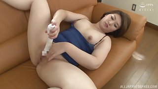 Obese ass milf enjoys her new toy before sucking hubby