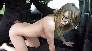 Offbeat indulge Vera Wonder gives up her cunt respecting a police officer