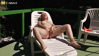 Naughty Mature Slut Masturbating In The Warm Sun - MatureNL